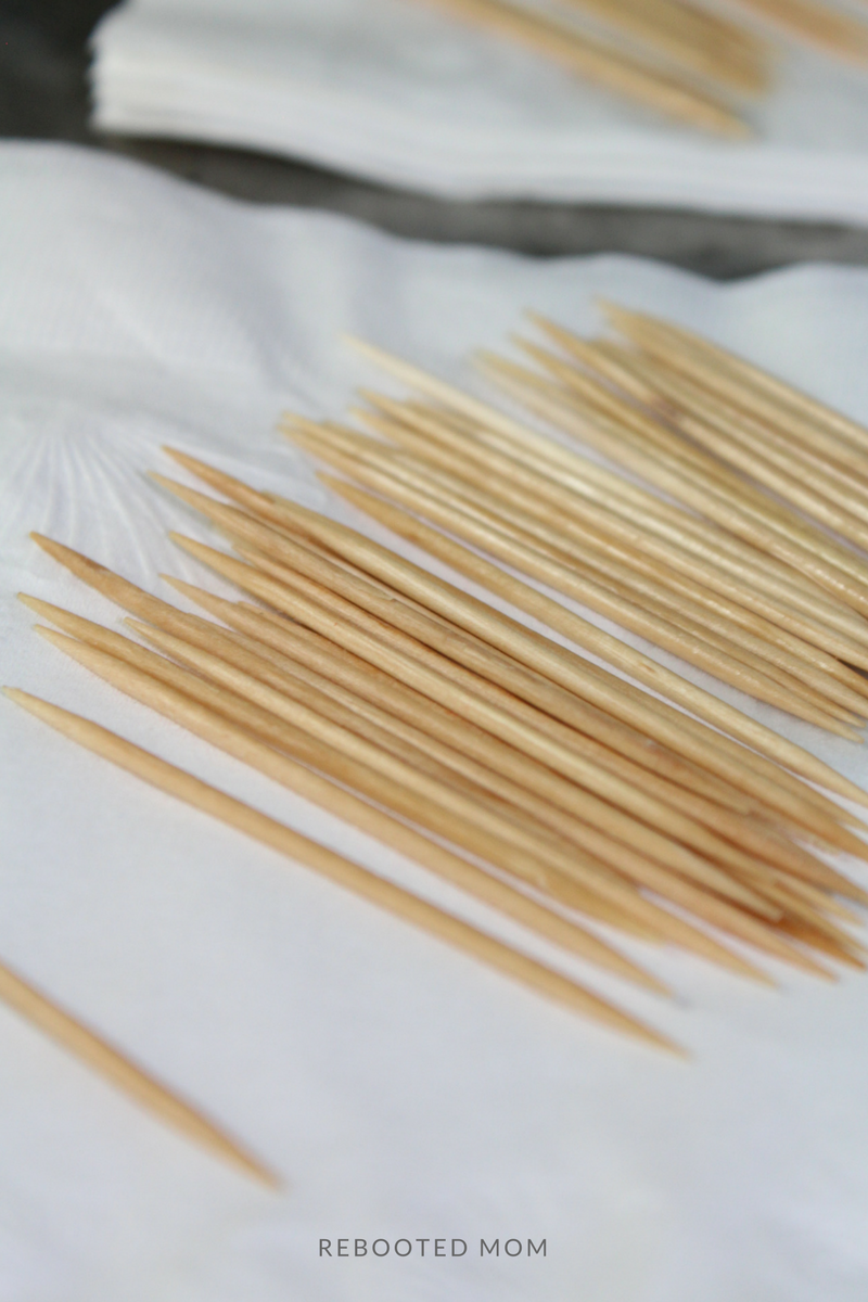 Flavored Toothpicks with Essential Oils are not only a wonderful way to keep your mouth busy, they can be a great way to support oral health!