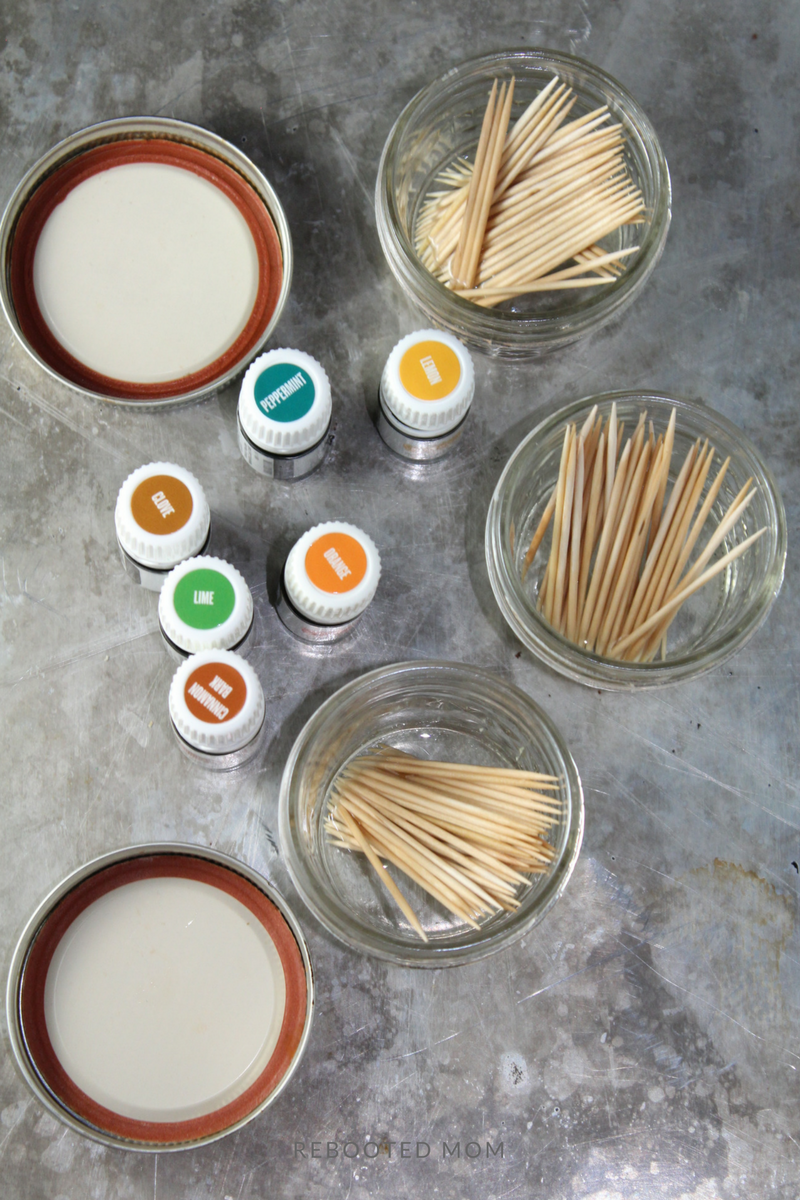 These flavored toothpicks with essential oils are easy to make & the perfect way to curb the urge to snack! Keep them handy in your purse or give as gifts!