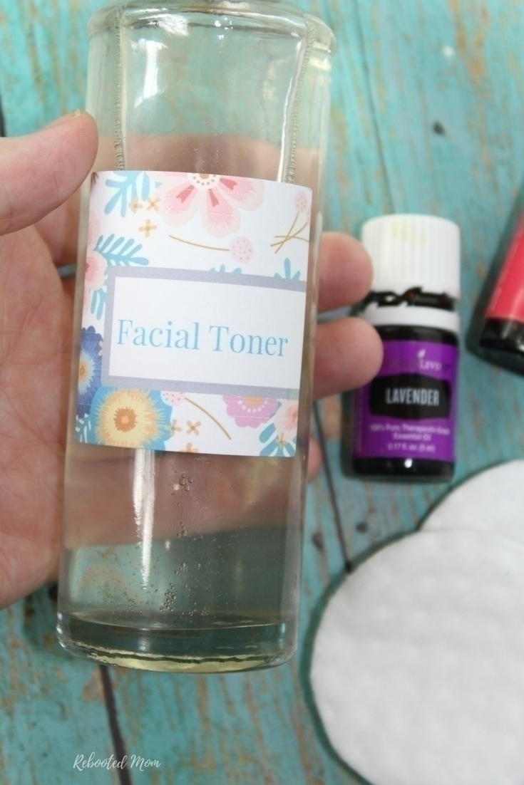 Using Apple Cider Vinegar in your toner can tighten your skin, help even out your tone, balance your pH and even help reduce signs of acne and troubled skin. Use it to throw together this easy facial toner!