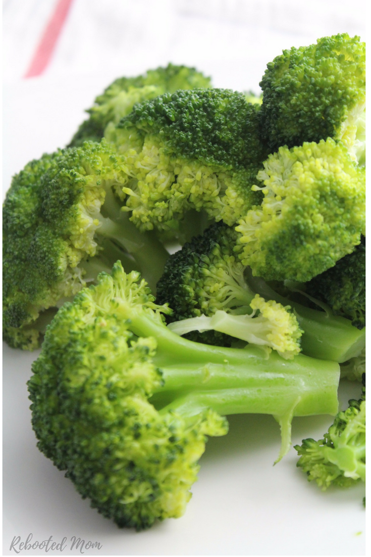 A creamy broccoli sauce that is delicious poured or mixed in to pasta, or veggie noodles! #healthy | #vegetarian | #kids | #meatless