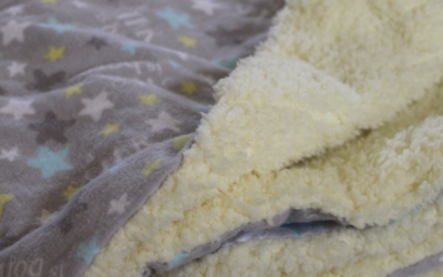 Homemade blankets make beautiful gifts for new babies, children and adults - here's an easy tutorial to help you sew a minky cuddle baby blanket in less than an hour!   #blanket #baby