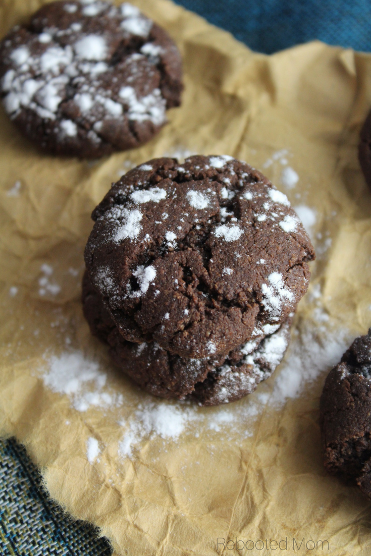 These healthy chocolate crinkle cookies are every chocolate lovers dream! They are gluten-free, Paleo and incredibly easy to make! #cookies #paleo #glutenfree