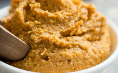Who says Pumpkin is just for pumpkin pie?  This pumpkin spice face mask is amazing for the skin and a great way to use up leftover canned pumpkin  #pumpkin #mask #DIY