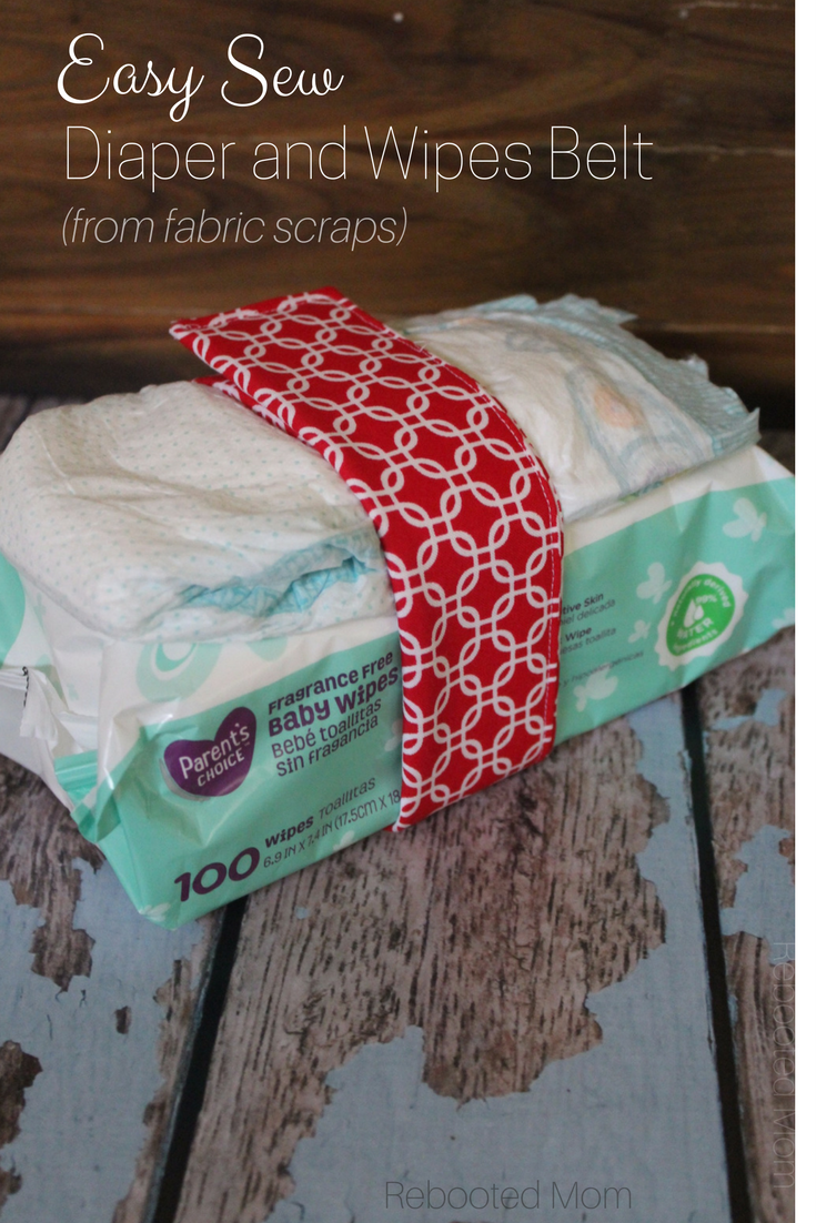 This easy sew diaper and wipes belt is such a fun way to use your fabric scraps and takes just minutes to sew together! It makes a neat addition to a baby gift! #baby #sewing #fabricscraps #homemadegift