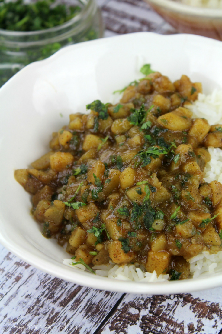 A rich and flavorful potato curry that comes together with simple ingredients. #potato #curry #meatless #vegan #vegetarian