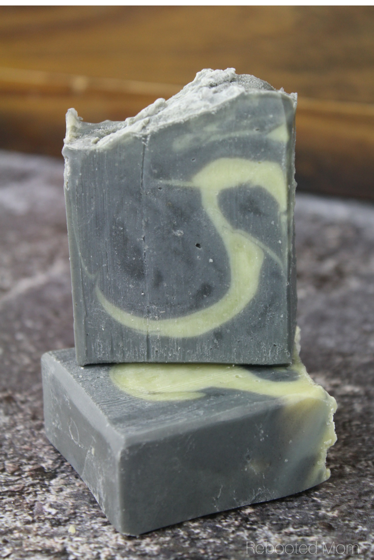 Activated Charcoal Cold Process Facial Soap with essential oil #coldprocesssoap #activatedcharcoal #homemadesoap #DIY