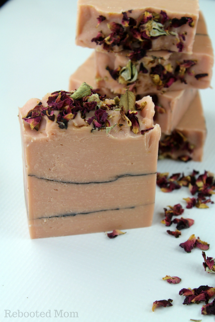 This Rose Clay and Charcoal Cold Process Soap is beautiful and incredibly moisturizing! #coldprocesssoap #CPsoap #soapmaking #milksoap
