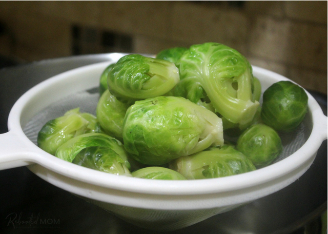 An easy pickling recipe for pickled Brussels Sprouts that transforms Brussels Sprouts into crunchy and tangy sprouts covered in a flavorful brine rich in garlic and spices.