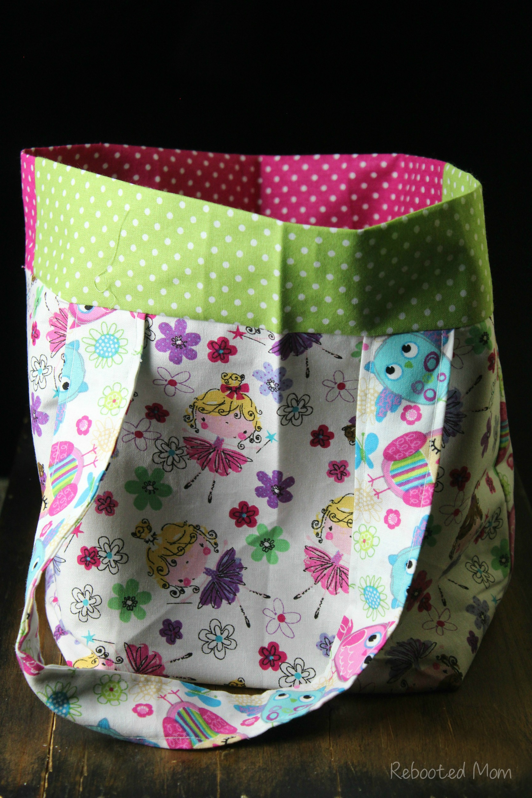 This Easy Sew Kids Tote Bag is a great tote for any child and a beautiful way to use up an abundance of fabric scraps or fat quarters.