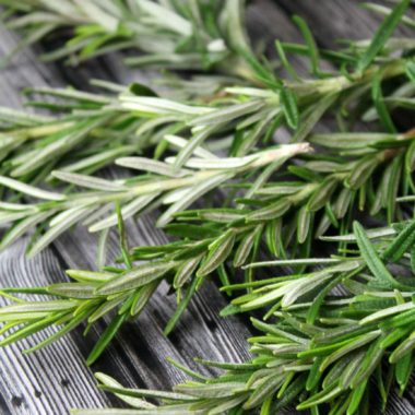How to Dry Rosemary (Step-by-Step)