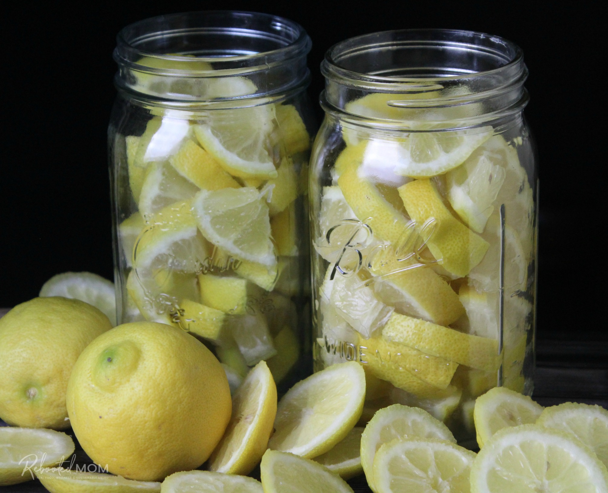 Fermenting lemons \\ An amazing condiment, preserved lemons (fermented lemons) have added probiotics and are a wonderful addition to vegetable, pasta, meat and salad dishes.