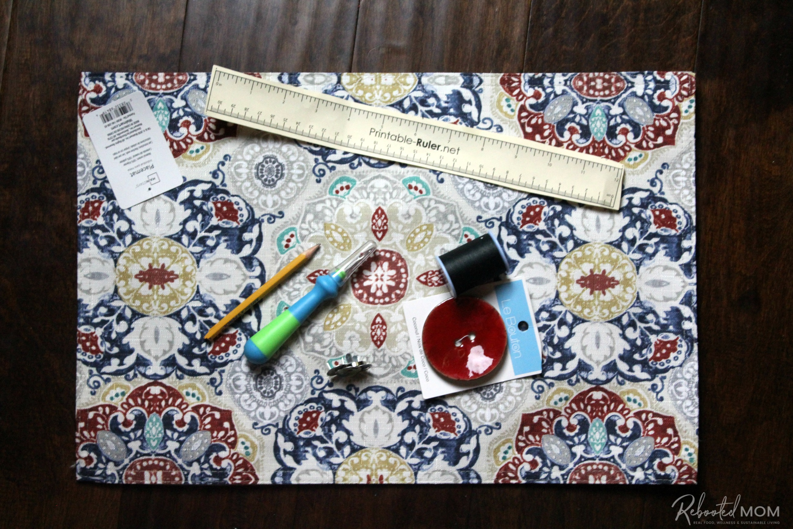 Items needed for placemat clutch purse \\ This placemat clutch purse comes together in under ten minutes for just a few dollars. It makes a stylish purse or case for baby wipes and a few diapers!