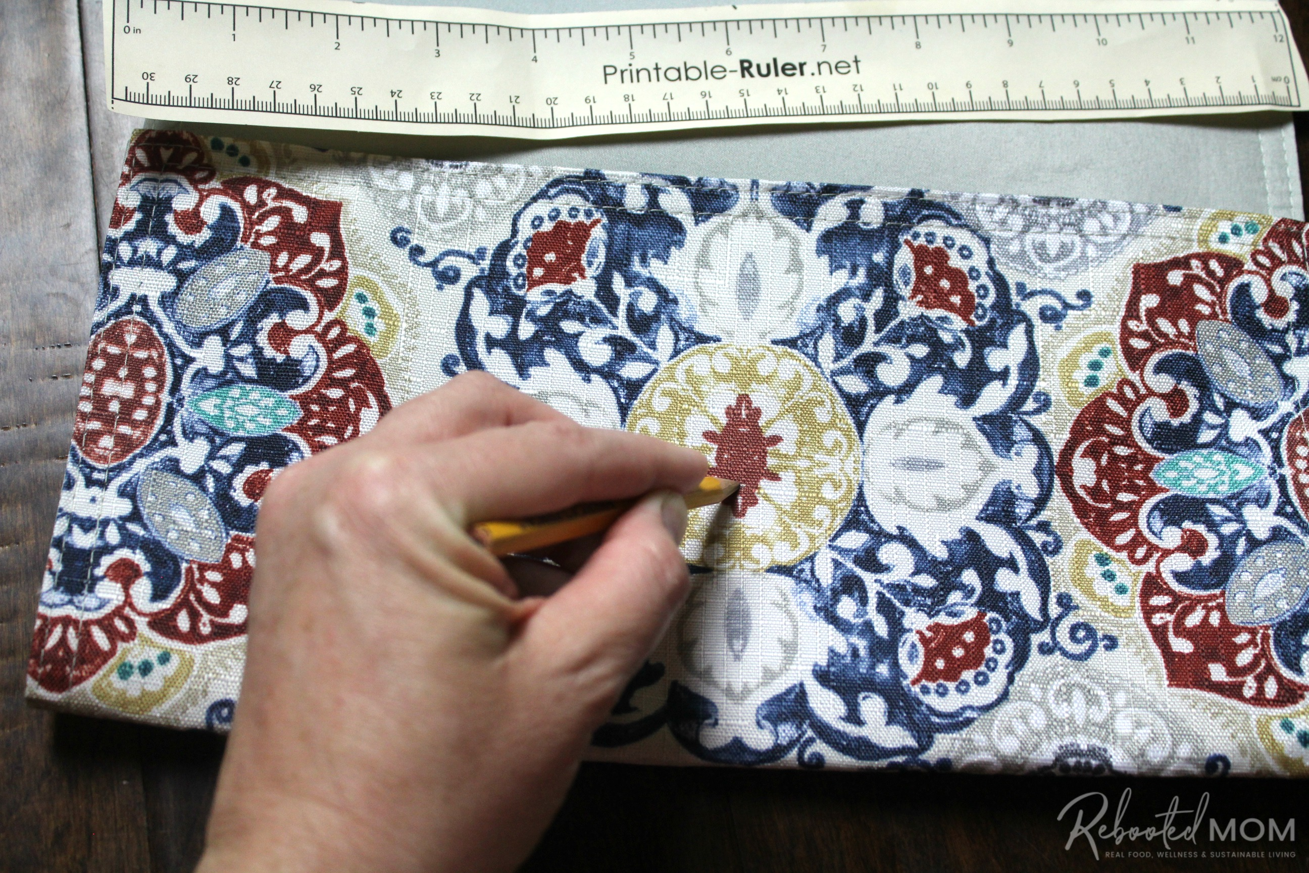 Step 3 - placemat clutch purse \\ This placemat clutch purse comes together in under ten minutes for just a few dollars. It makes a stylish purse or case for baby wipes and a few diapers!