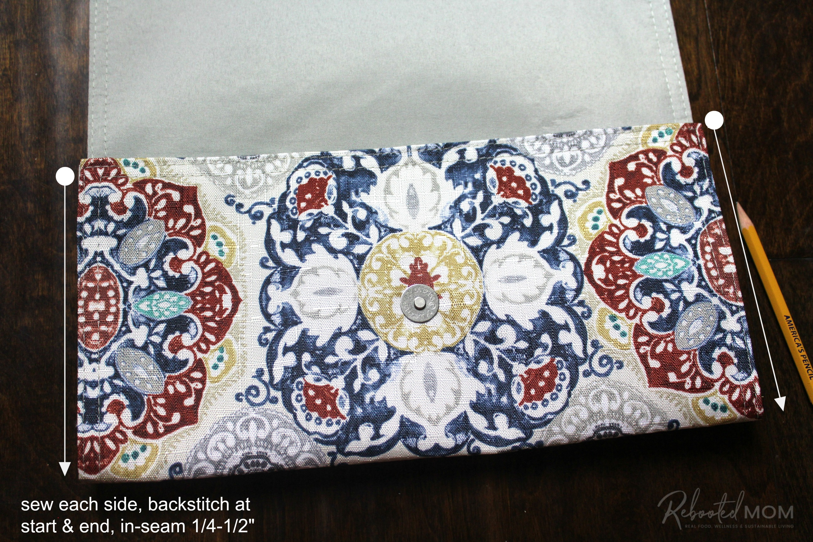 Sew the sides - placemat clutch purse \\ This placemat clutch purse comes together in under ten minutes for just a few dollars. It makes a stylish purse or case for baby wipes and a few diapers!