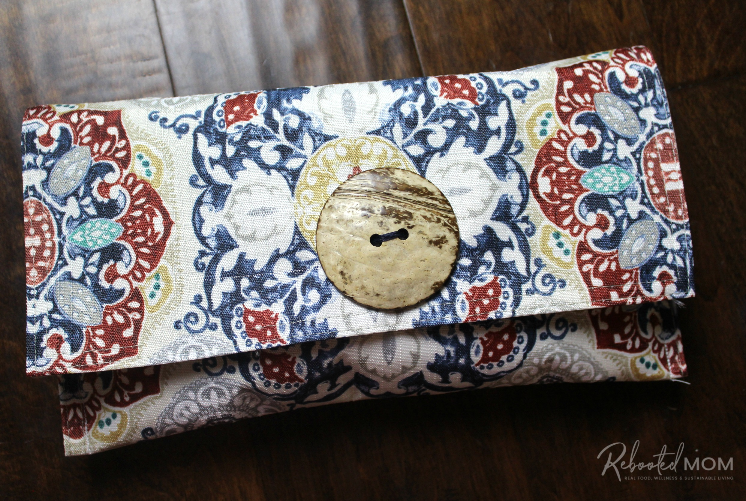 Finish your placemat purse! \\ This placemat clutch purse comes together in under ten minutes for just a few dollars. It makes a stylish purse or case for baby wipes and a few diapers!
