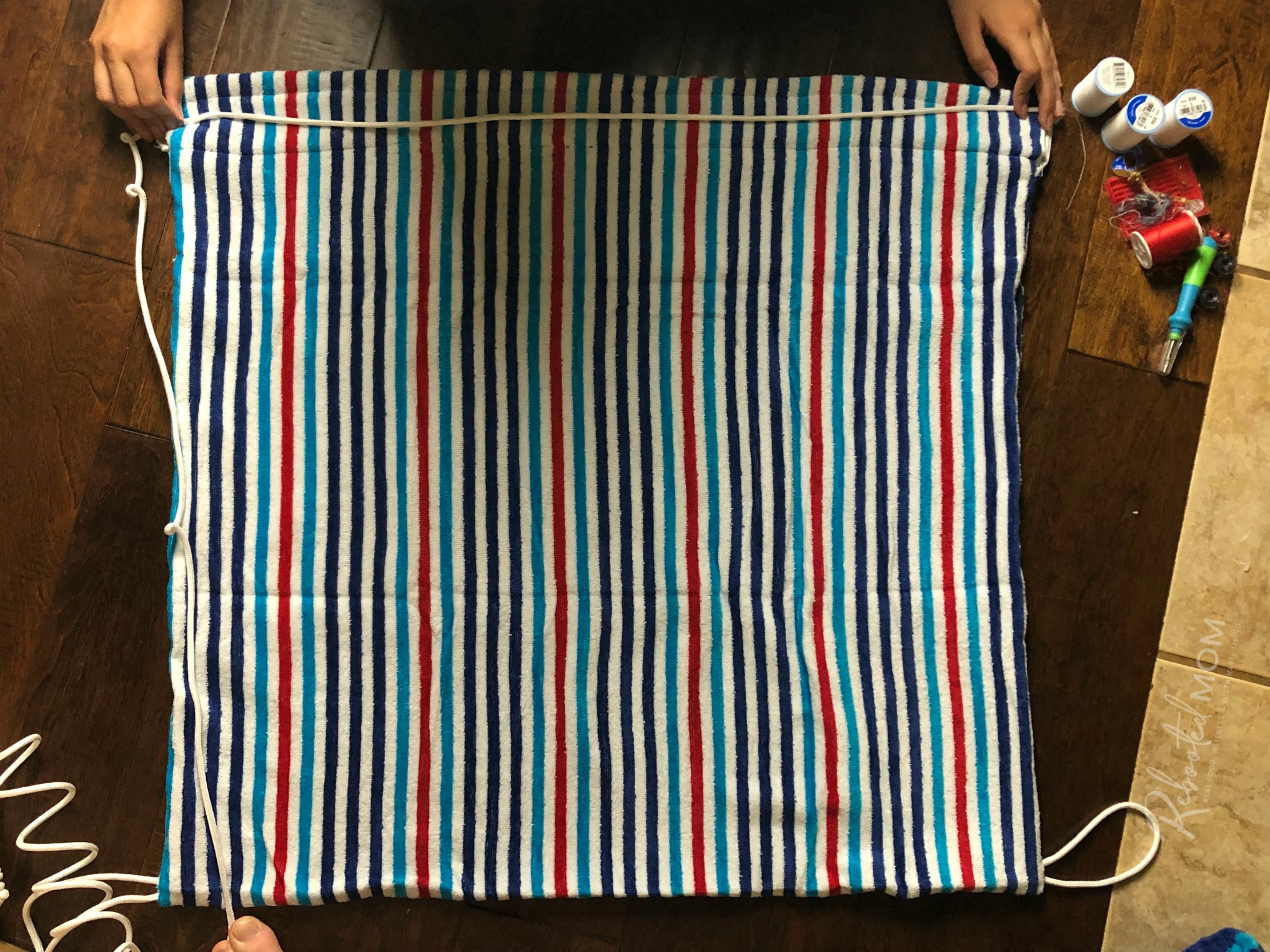 DIY Beach Towel Bag - measure the rope ties