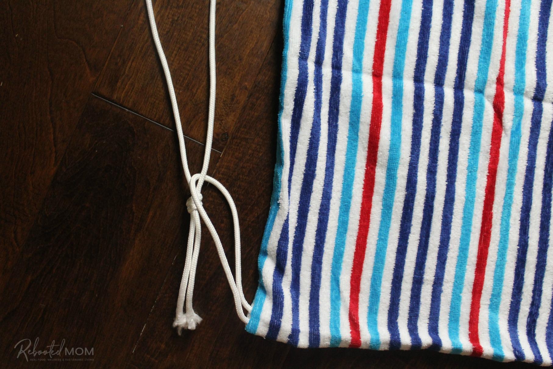 DIY Beach Towel Bag  -  tie the rope through the loops