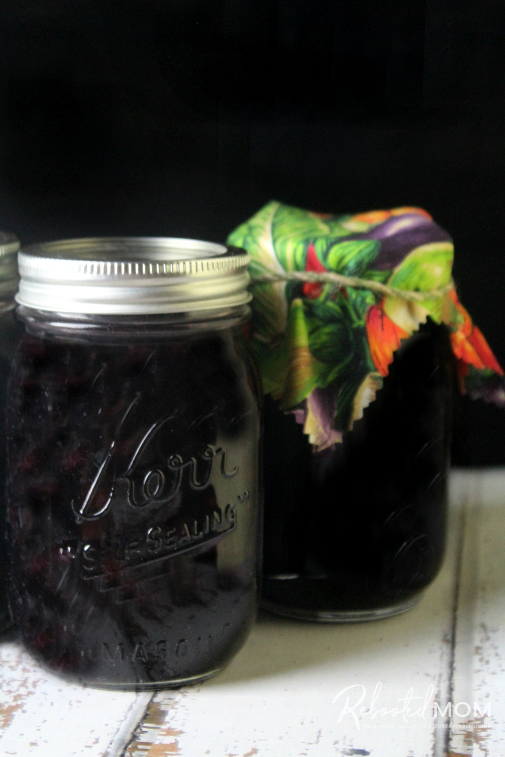 Pickled Blueberries in a pint canning jar
