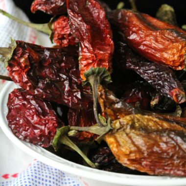 How to Dehdyrate Whole Hot Peppers